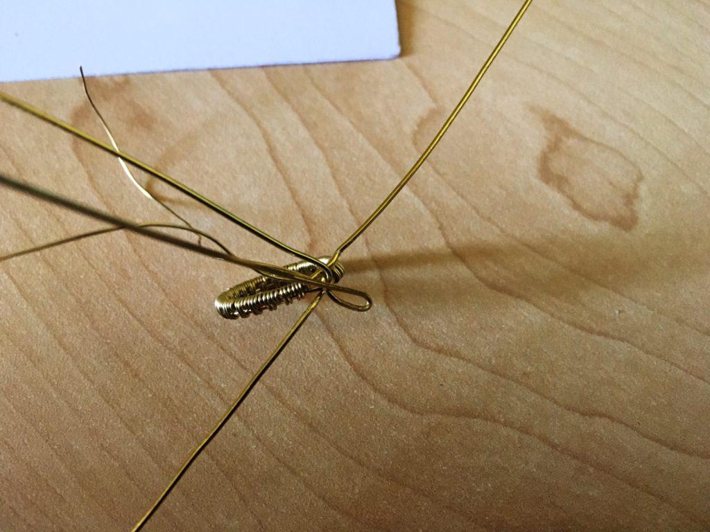 prong set wire wrapped rivoli